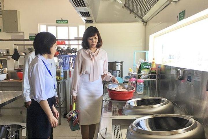 Bếp ăn trường học