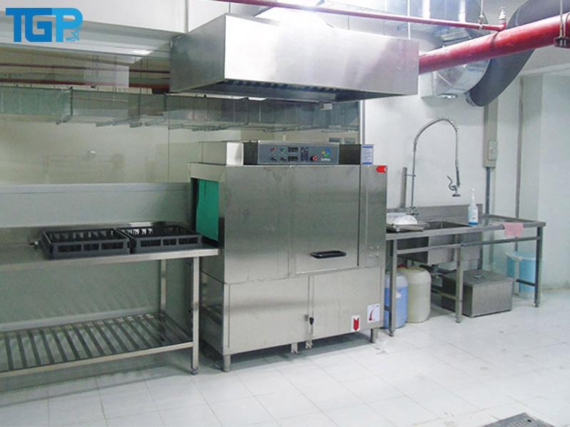 Máy rửa chén công nghiệp băng tải