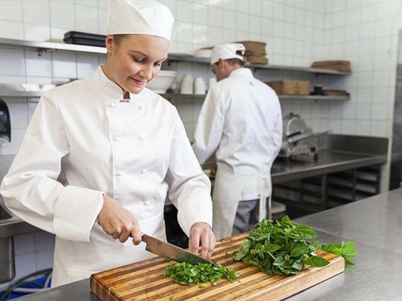 Nhân viên phụ bếp