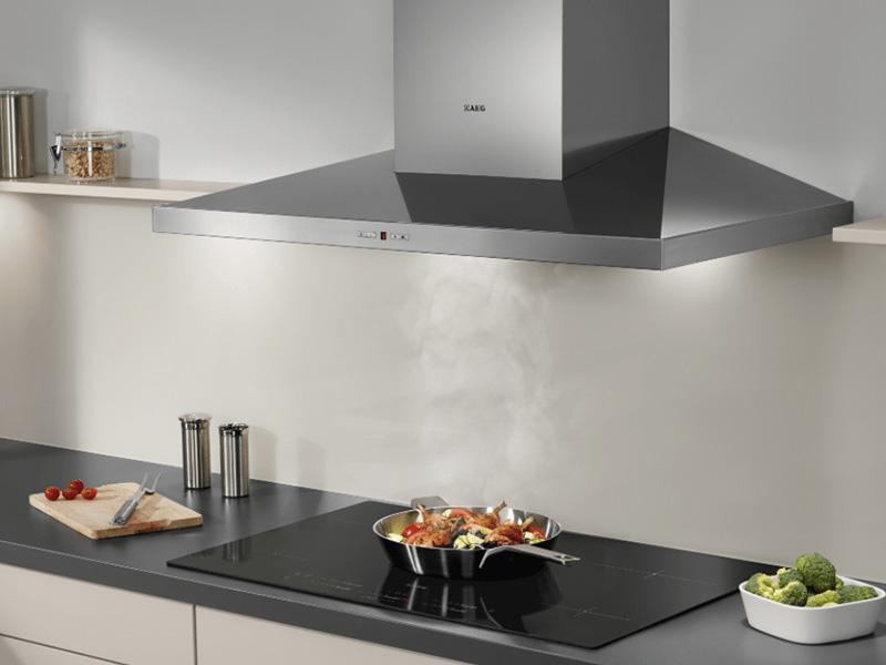 Sử dụng máy hút khói là cách khử mùi trong nhà hiệu quả